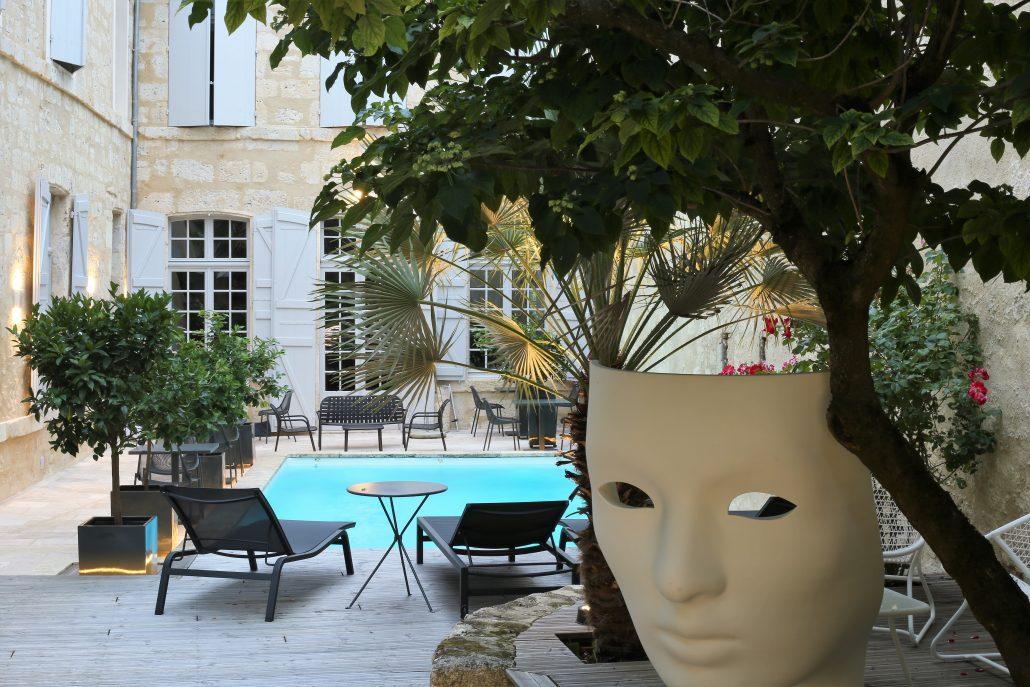 h tel particulier guilhon maison d 39 h tes de charme dans le gers gay tourisme magazine. Black Bedroom Furniture Sets. Home Design Ideas